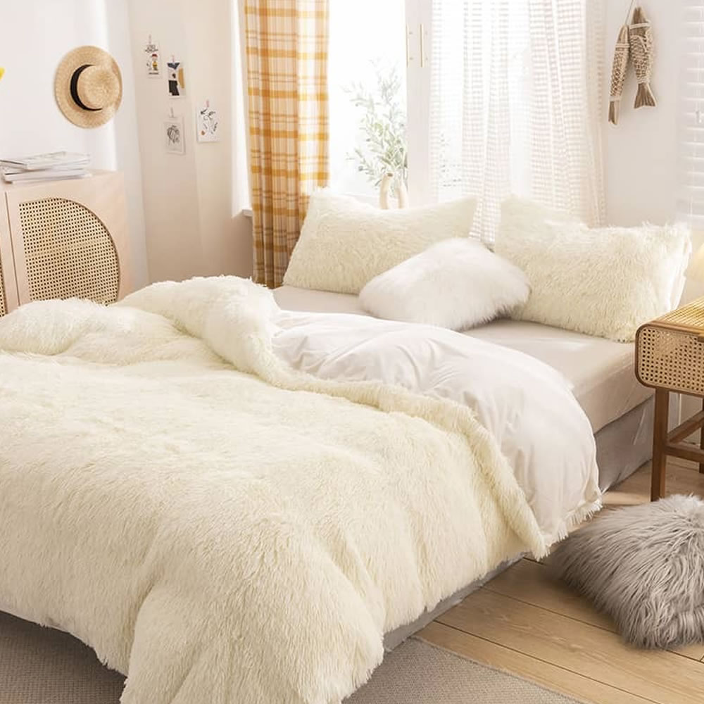white fleece bed linen